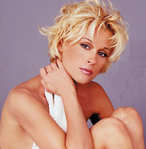 Lorrie Morgan's 'Something In Red' Acknowledged in Hall of Fame Exhibit