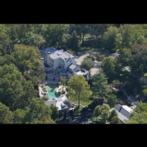 Homes of the stars sounds like nashville for Nashville star home tour