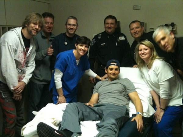 Brad paisley injured in concert sounds like nashville and here m4hsunfo