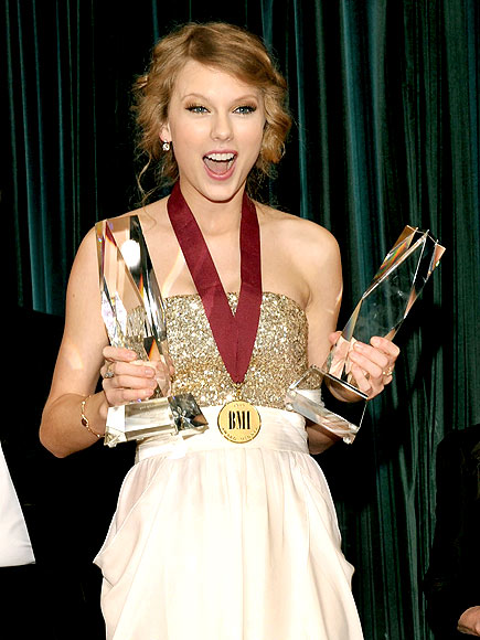 Taylor Swift Wins Song Of The Year At Bmi Pop Awards Sounds Like Nashville