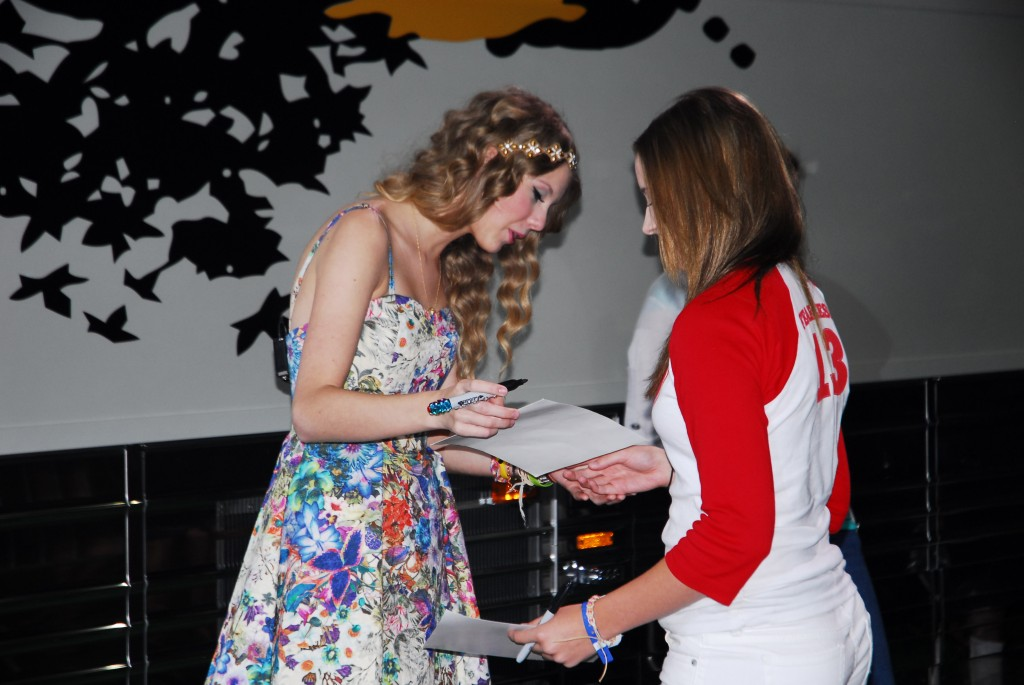 Taylor swift hosts 145 hour meet greet sounds like nashville taylor swifts 13 hour meet greet on sunday during the cma music festival turned into an epic 145 hour event swift signed autographs and posed with fans m4hsunfo
