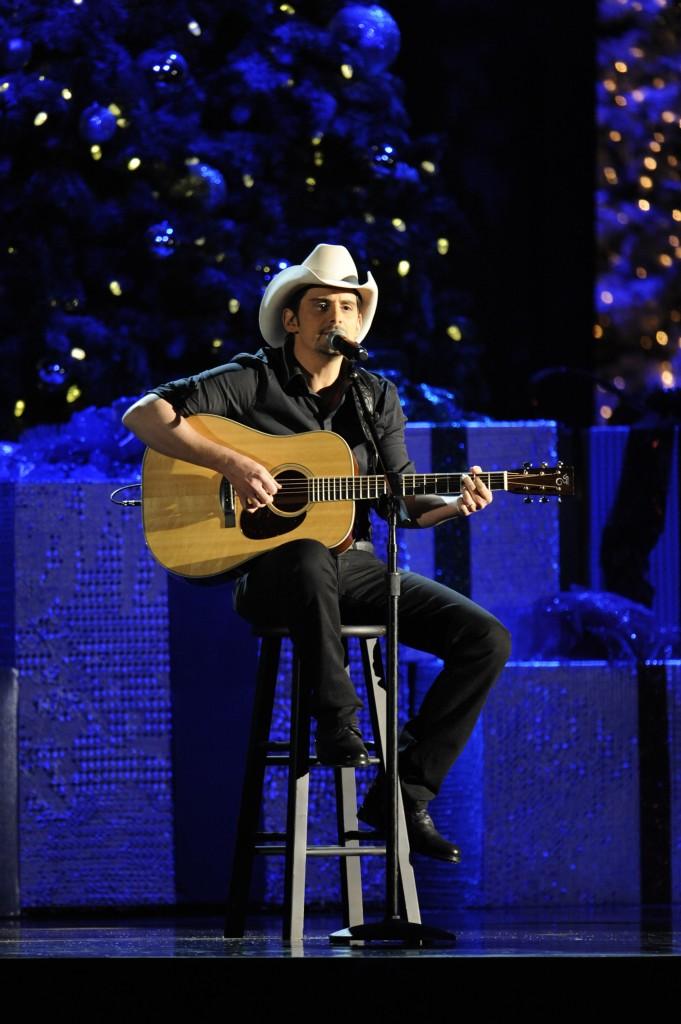 Brad Paisley Christmas.Brad Paisley Cma Country Christmas Countrymusicislove