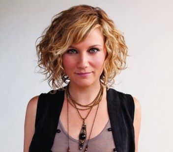 Sugarland S Jennifer Nettles Helps Women Families In Guatemala Sounds Like Nashville