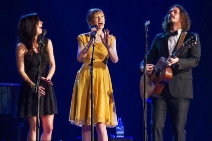Taylor Swift S Safe Sound Video To Premiere Across The Globe On February 13 Sounds Like Nashville