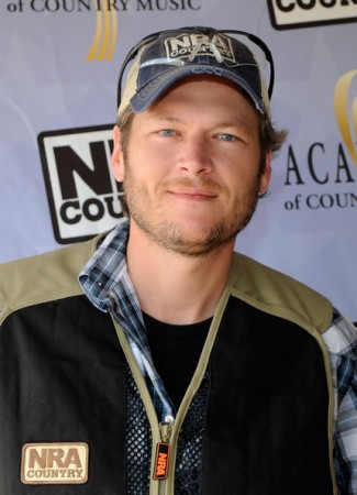 Blake Shelton to Host 2nd Annual NRA Country / ACM Celebrity Shoot