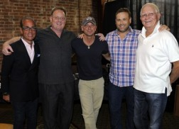 Kenny Chesney Extends Worldwide Recording Agreement with Sony Music Nashville