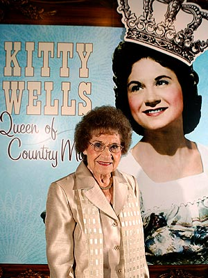 "The Original ""Queen Of Country Music,"" Kitty Wells, Dies at 92"