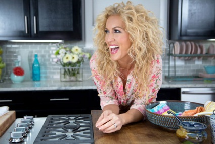 Little Big Town S Kimberly Schlapman Premieres New Cooking