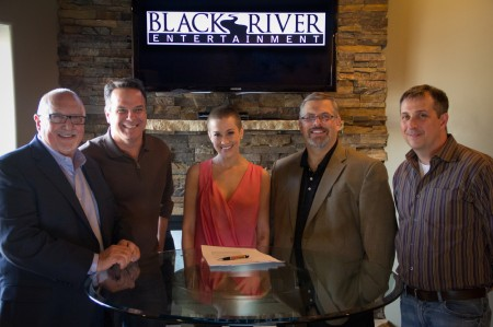 Kellie Pickler Inks Record Deal with Black River Entertainment