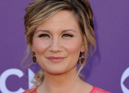 Jennifer Nettles To Release Solo Album This Fall