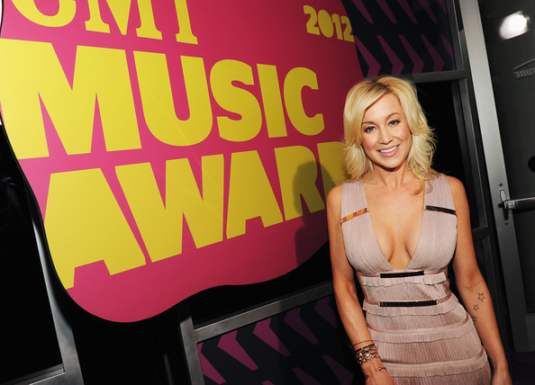 '2013 CMT Music Awards' Presenters Include Keith Urban, Kellie Pickler, & More