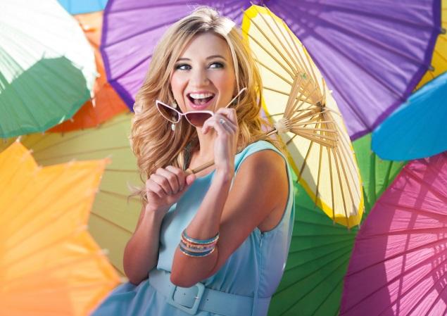 Sarah Darling Debuts New Single, 'Little Umbrellas'