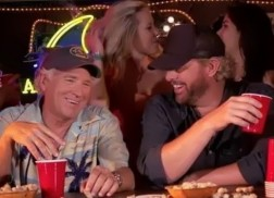 Jimmy Buffett and Toby Keith Debut 'Too Drunk to Karaoke' Music Video