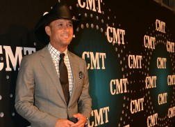 PHOTOS: 2013 CMT Artists of the Year – Red Carpet Arrivals