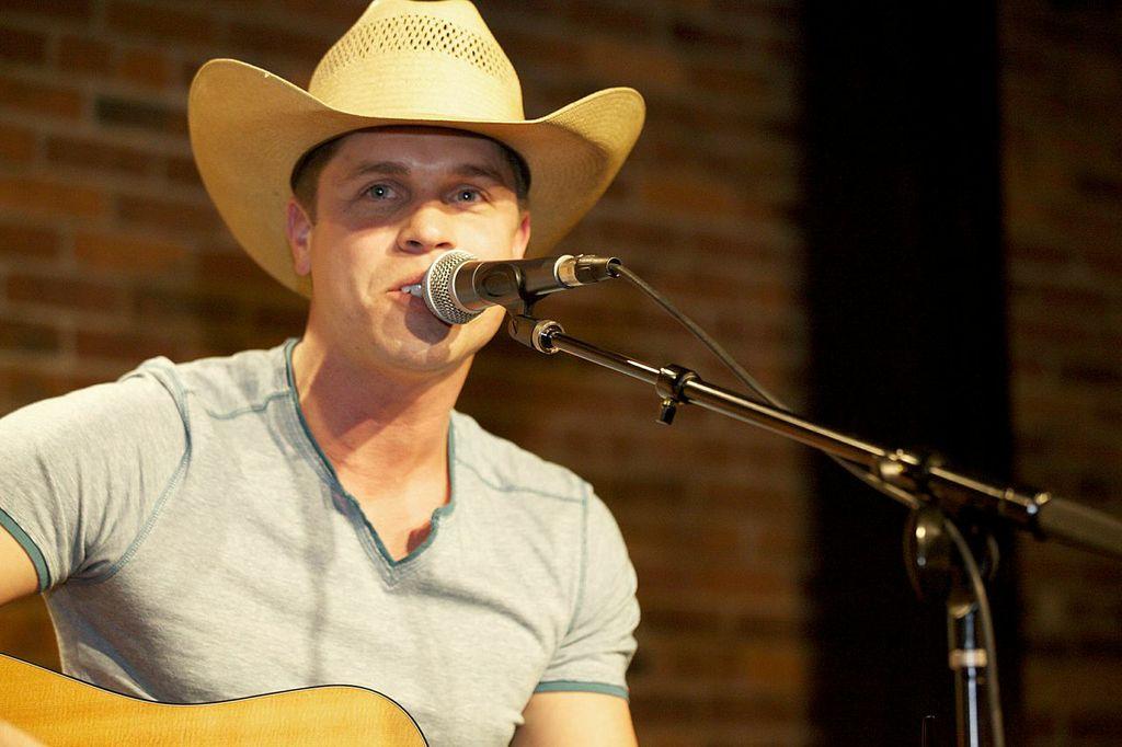Dustin Lynch - 5th Annual CMIL Benefit - CountryMusicIsLove