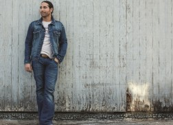 Josh Thompson Brings a Party With 'Turn It Up' Album