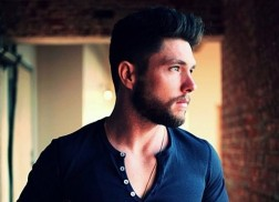 Country Newcomer Chris Lane Releases Debut Single, 'Broken Windshield View'
