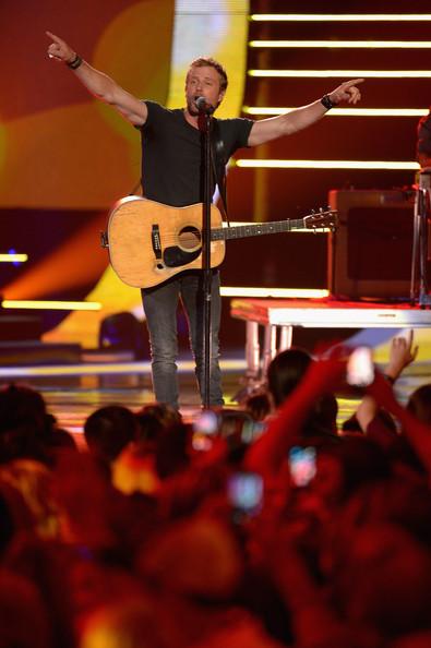 Dierks Bentley - 2014 CMT Music Awards- CountryMusicIsLove