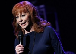 Reba Encourages Fans to 'Pray For Peace'