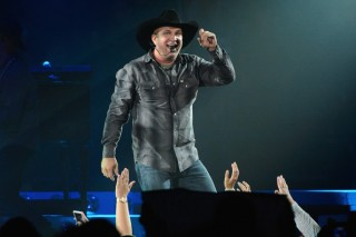 Garth Brooks Postpones Two Concerts Due To Impending Winter Weather