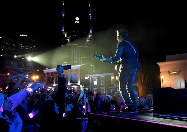Hunter Hayes Kicks Off CMA Week with Free Concert, Salute to Military