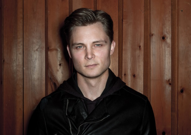 Waitress Receives 'Very Generous' Tip From Frankie Ballard