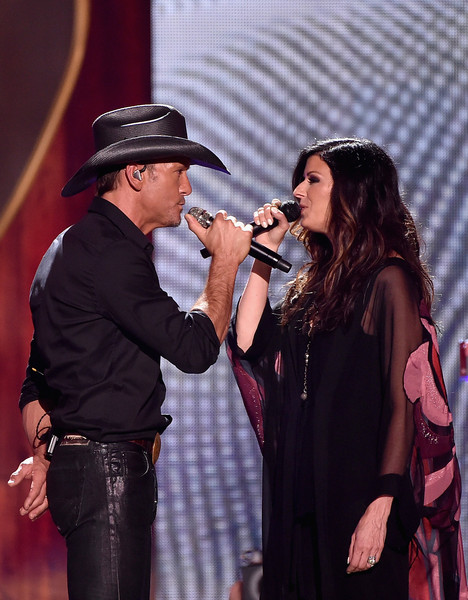tim mcgraw - karen fairchild - little big town - 2015 iheartradio country festival - countrymusicislove