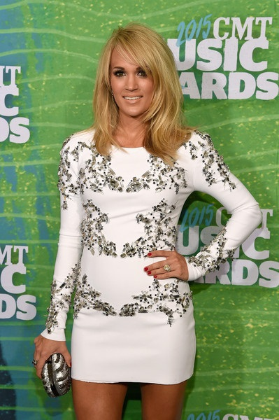 Carrie Underwood Breaks Car Window To Rescue Her Baby And