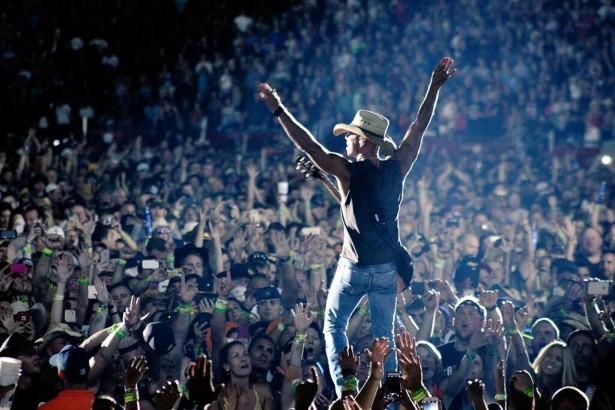Kenny Chesney Revival Tour Nashville