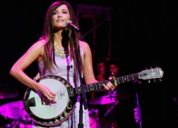 Kacey Musgraves to 'Flip The Switch' For 'Opry Goes Pink'