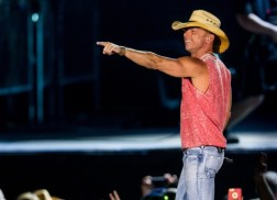 Kenny Chesney Plans Ahead For 2016 Tour