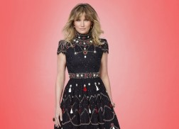 Jennifer Nettles Returns To Host 'CMA Country Christmas'