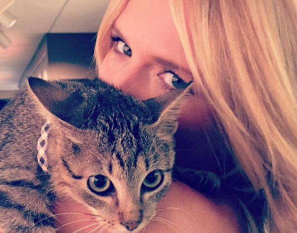 Miranda Lambert Adopts A Kitten