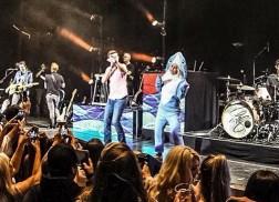 RaeLynn Pranks Scotty McCreery On Stage