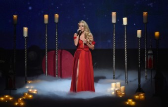 Watch Carrie Underwood Sing 'Heartbeat'