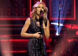 Jennifer Nettles Debuts 'Unlove You' on 'The Tonight Show'