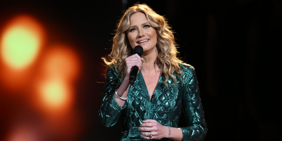 'CMA Country Christmas' To Feature Performances From Kelsea Ballerini, Martina McBride and More