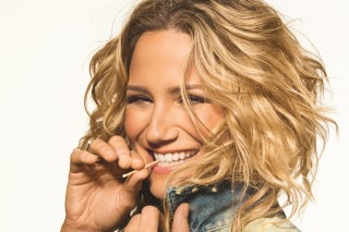 Jennifer Nettles Unveils 'Playing With Fire' Track List