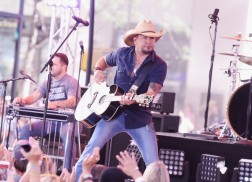 Jason Aldean's Music Back on Spotify a Year After Removal