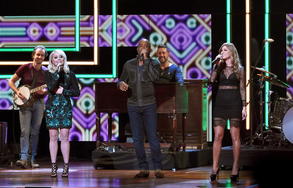 Darius Rucker, Cassadee Pope and RaeLynn Honor Blake Shelton at CMT's Artists of the Year