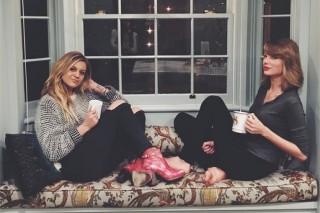 Kelsea Ballerini, Taylor Swift Have 'Girls Night In'