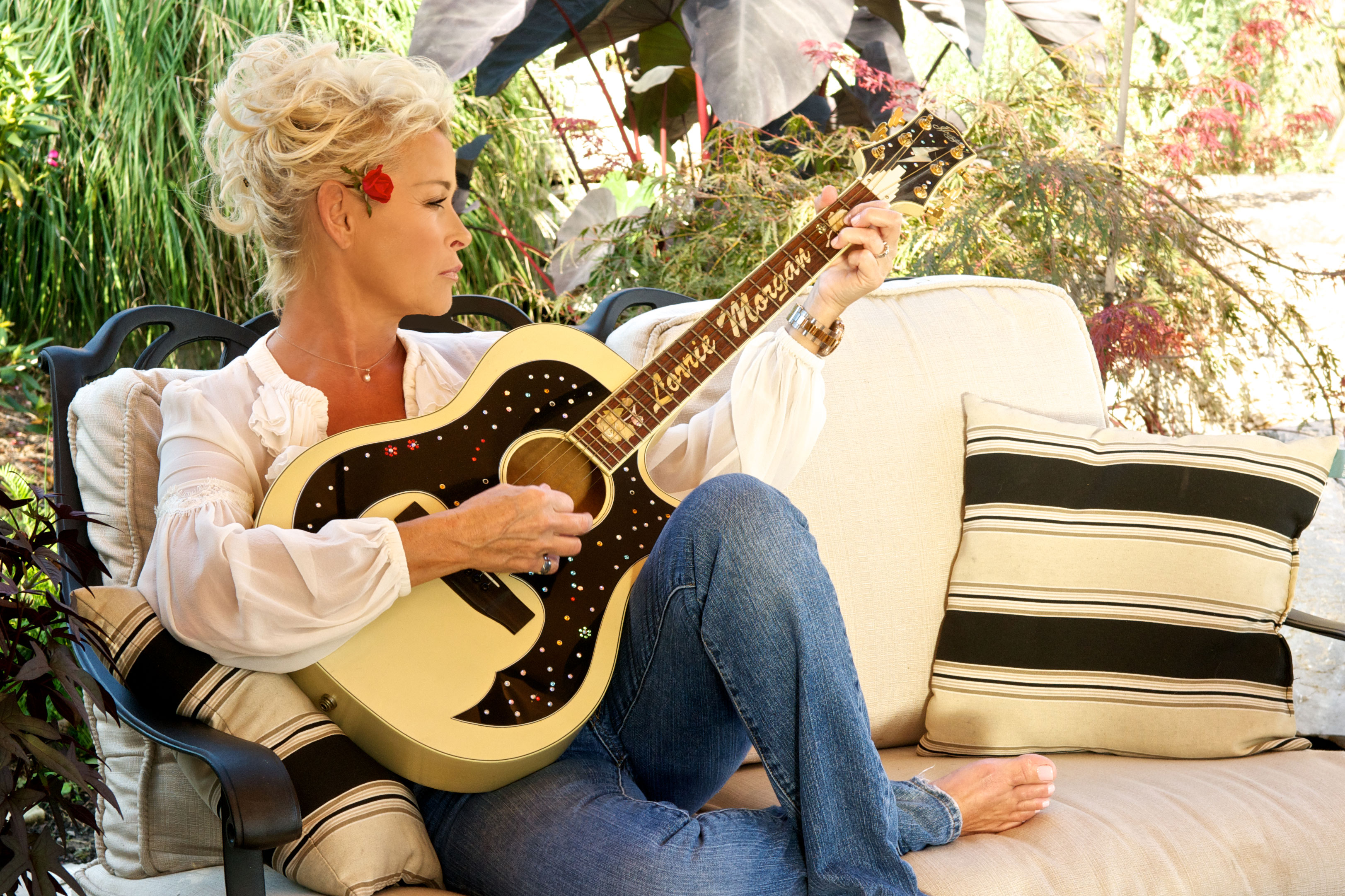 Lorrie Morgan Looking Back And Looking Forward Sounds