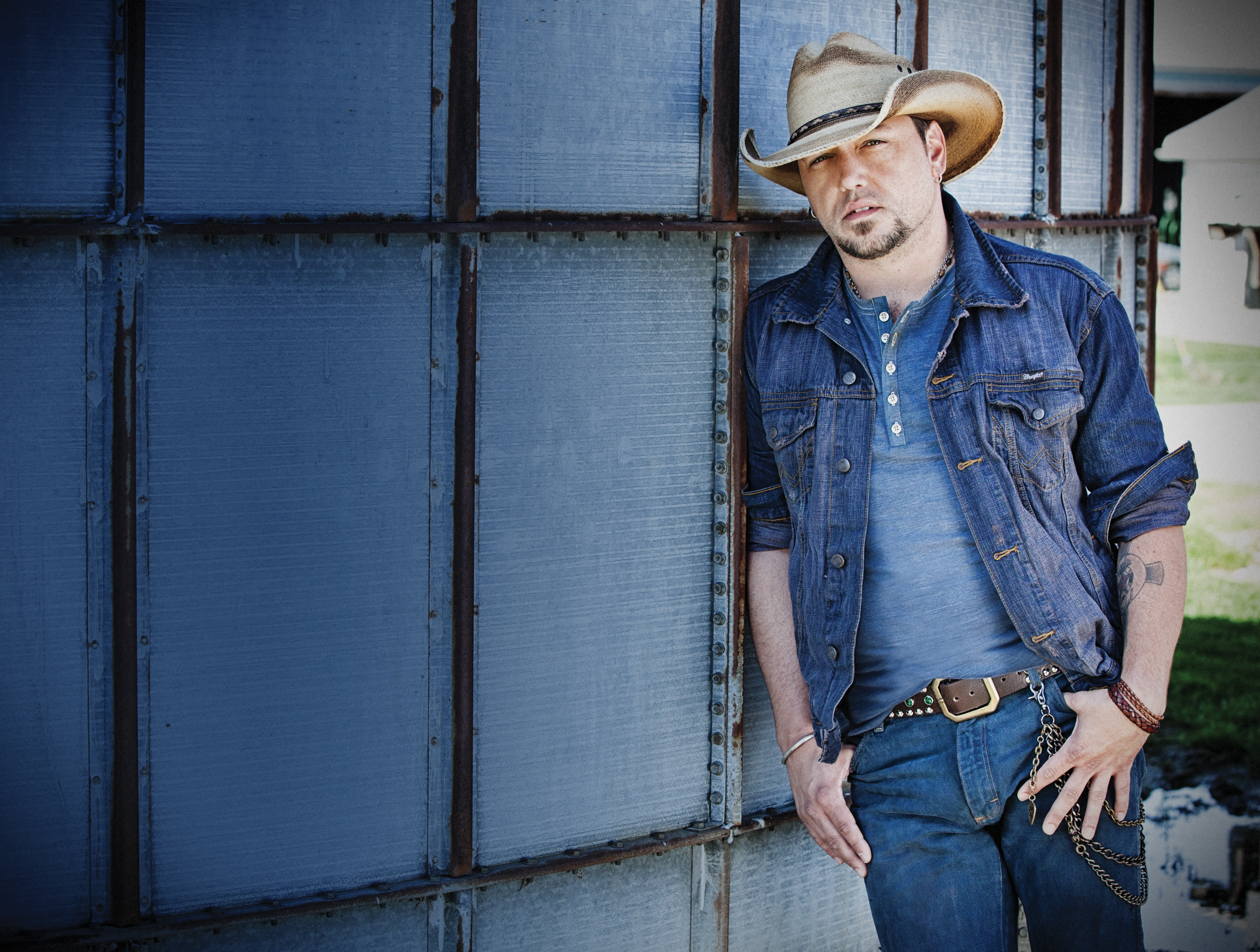 Jason Aldean To Honor Breast Cancer Survivors Throughout 2016 We