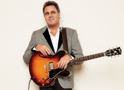 Exclusive Premiere: Vince Gill's Acoustic 'My Favorite Movie'