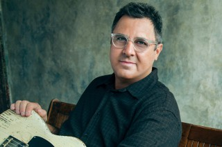 Vince Gill to Play Free Pop-Up Show in Nashville