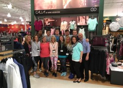 Carrie Underwood Goes Undercover At Dick's Sporting Goods