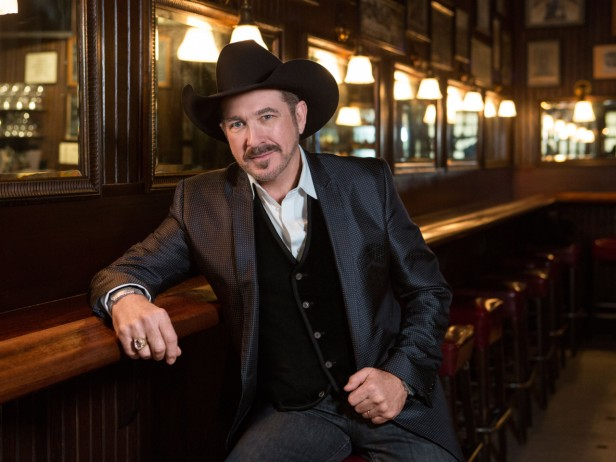 Kix Brooks to Release 'Cookin' It With Kix: The Art of Celebrating and The Fun of Outdoor Cooking' Book