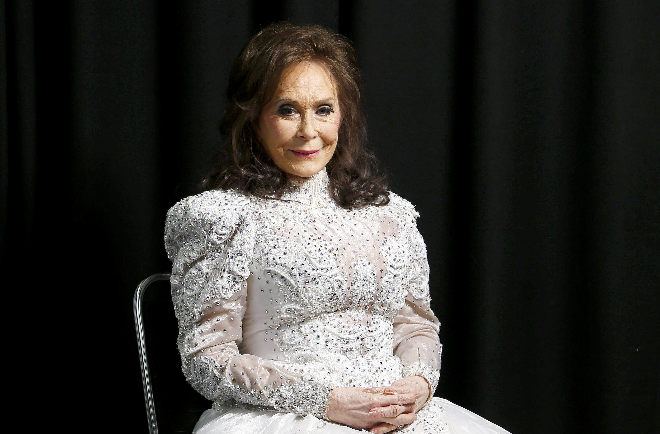 Loretta Lynn Back to Work After Stroke, Broken Hip
