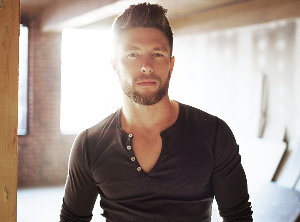 Chris Lane Notches First No.1 Song with 'Fix'