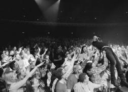 Dierks Bentley Hosts Impromtu After-Party Following Glasgow Concert